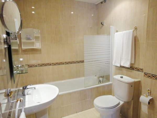 Baño 2 600x450 - Habitación doble