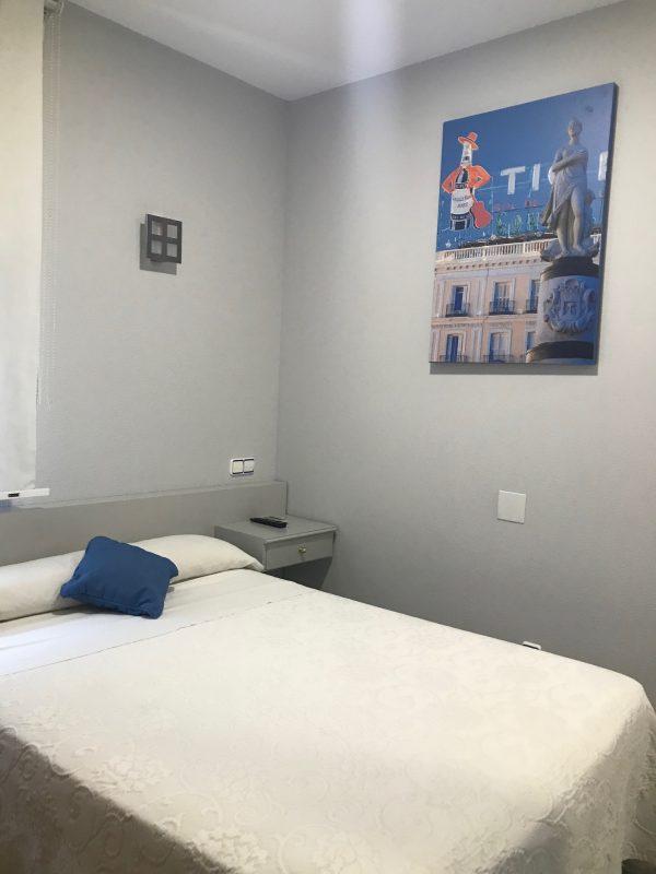 Habitacion individual con cama grande 600x800 - Suite con salón