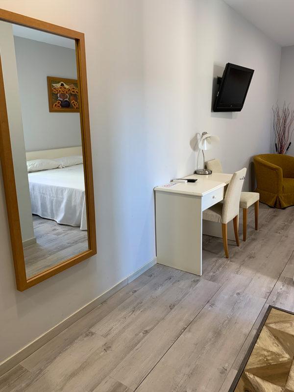IMG 0561 600x800 - Suite con salón