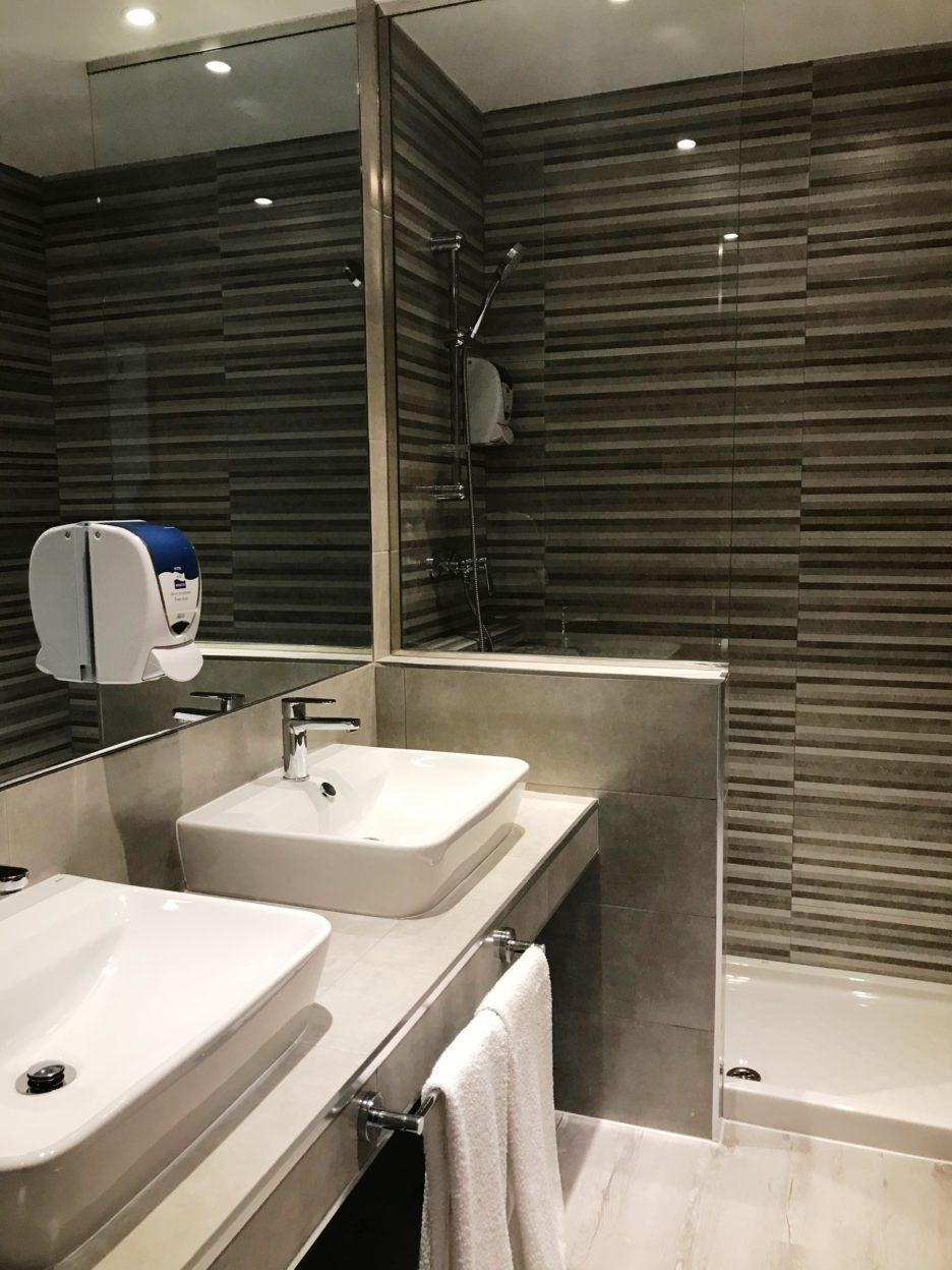 baño habitacion triple