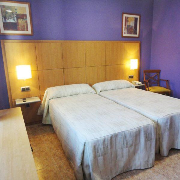 habitacion doble 2 600x600 - Habitación doble con 2 camas individuales