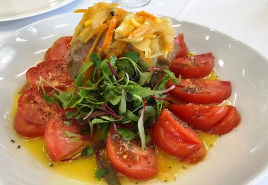 Ensalada de atun escabechado a la naranja y tomate
